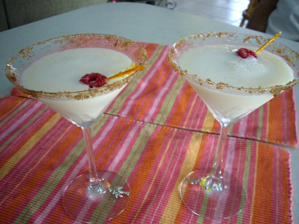 Amaretto Creme Brulee Martini (6/6)