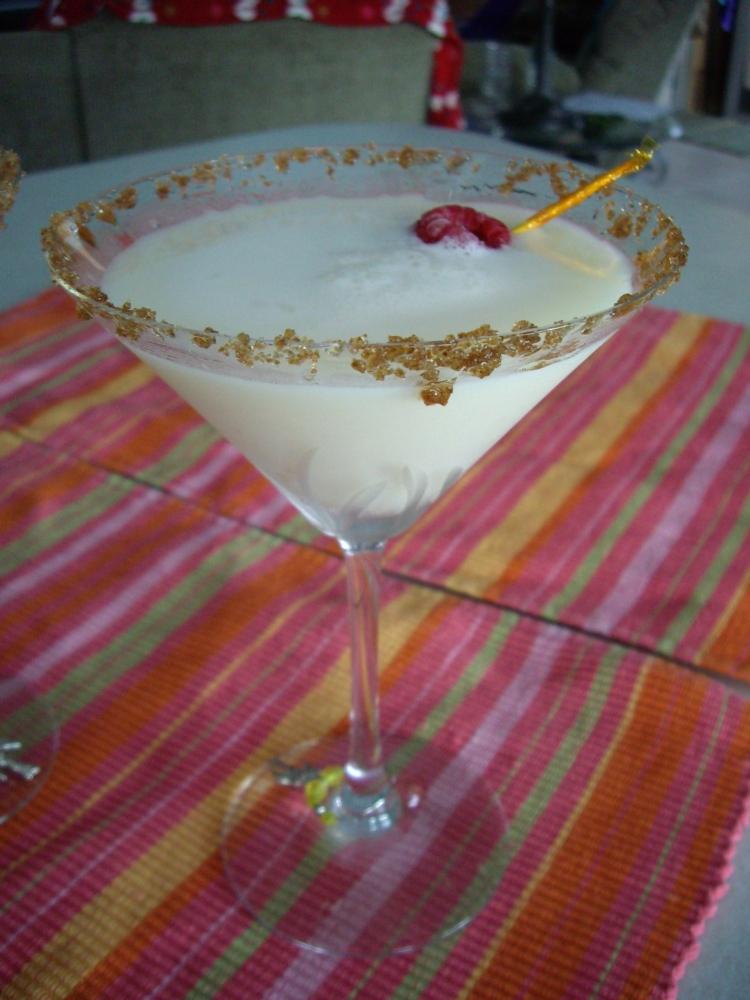 Amaretto Creme Brulee Martini (2/6)